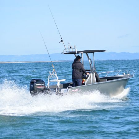 FC Boats console mid-centre allows the fishing space around the entire craft, as well as storage for gear. See models FC 430cc, FC 535cc and FC 560cc designed and built for maximum 360° fishing space.